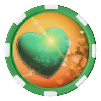 Corazón y trébol verdes anaranjados del fondo w de fichas de póquer