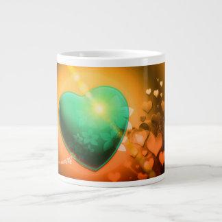 Corazón y trébol verdes anaranjados del fondo w de taza grande