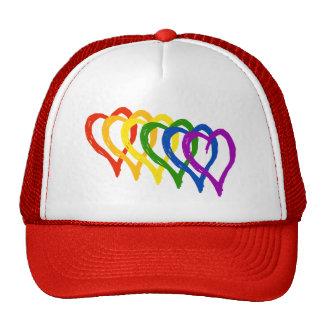 Corazones acodados arco iris del orgullo gay de la gorro