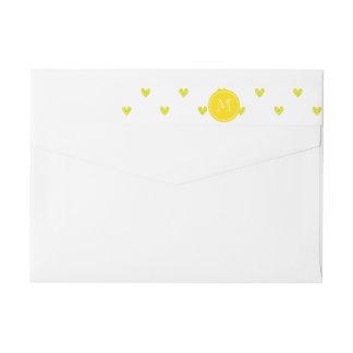 Corazones amarillos del brillo con el monograma etiquetas para remite