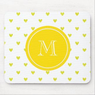 Corazones amarillos del brillo con MonogramCute Mouse Pad