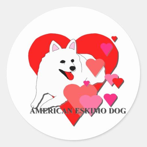 Corazones americanos del dibujo animado del perro pegatina redonda