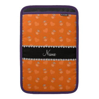 Corazones anaranjados conocidos personalizados del fundas MacBook