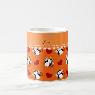 Corazones anaranjados conocidos personalizados del taza