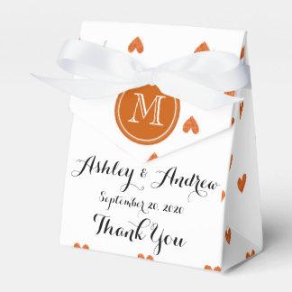 Corazones anaranjados quemados del brillo con el cajas para detalles de boda