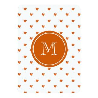 Corazones anaranjados quemados del brillo con el invitacion personalizada