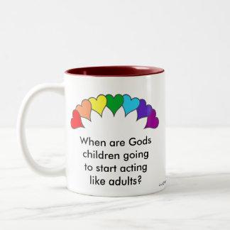 corazones arco iris, niños de dioses taza de dos tonos