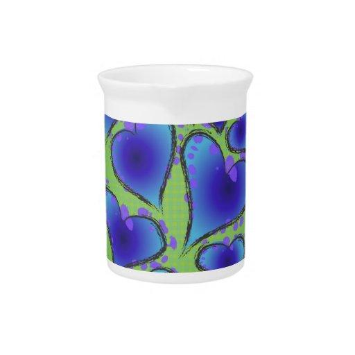 Corazones artsy azules y verdes frescos jarra para bebida
