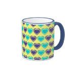 Corazones azules y amarillos taza