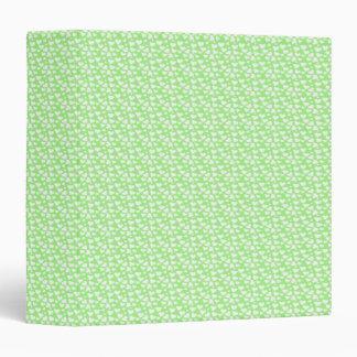 Corazones blancos bonitos en carpeta en colores