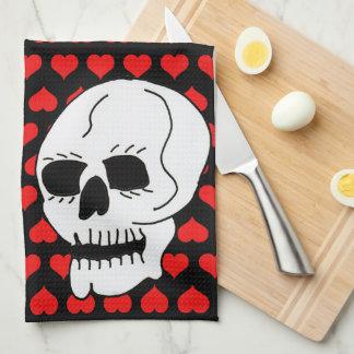 Corazones clásicos blancos del rojo del cráneo toalla