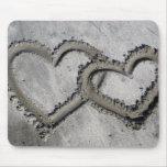Corazones de la arena de la playa alfombrillas de ratones