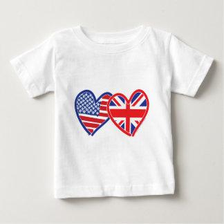 Corazones de la bandera americana/de la bandera de playera de bebé