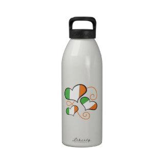 Corazones de la bandera de Irlanda Botellas De Beber