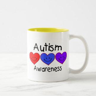 Corazones de la conciencia del autismo taza de café