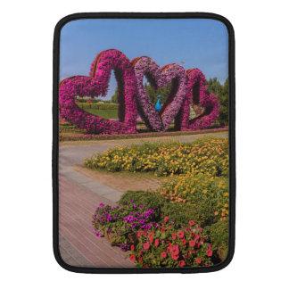 Corazones de la flor del jardín del milagro de fundas MacBook