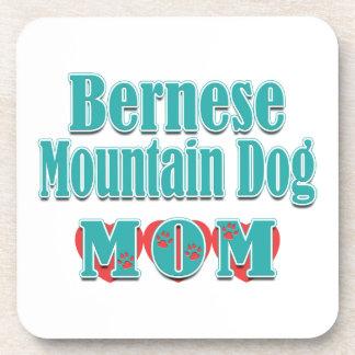 Corazones de la mamá del perro de montaña de Berne Posavaso