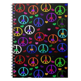 Corazones de la paz del arco iris libretas espirales