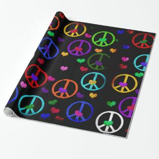 Corazones de la paz del arco iris papel de regalo