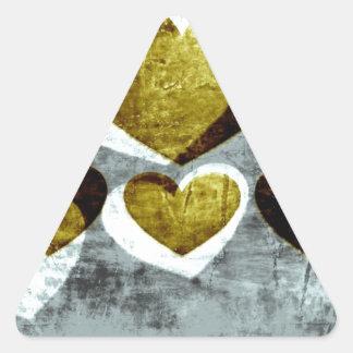 Corazones de la plata y del oro pegatina triangular