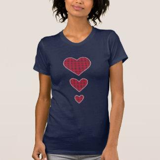 Corazones de la tela escocesa camiseta