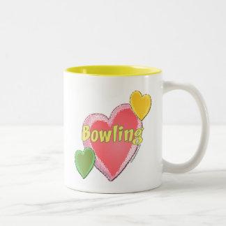 Corazones de los bolos del amor taza de café de dos colores