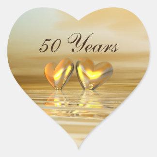 Corazones de oro del aniversario pegatina en forma de corazón