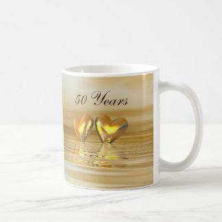 Corazones de oro del aniversario taza de café