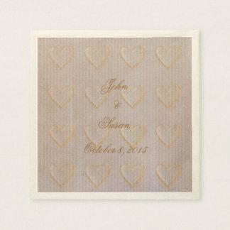 Corazones de oro que casan servilletas de papel de
