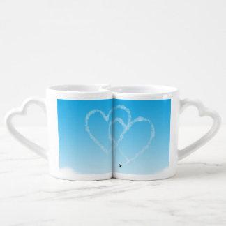 corazones del aeroplano 2 en cielo azul set de tazas de café