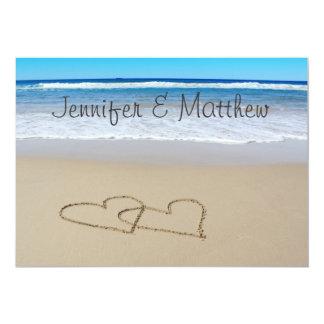 Corazones del amor de la playa que casan la invitación 12,7 x 17,8 cm