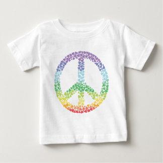 Corazones del arco iris de la paz playera de bebé