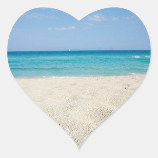 Corazones del boda de la orilla de Sandy Pegatina En Forma De Corazón