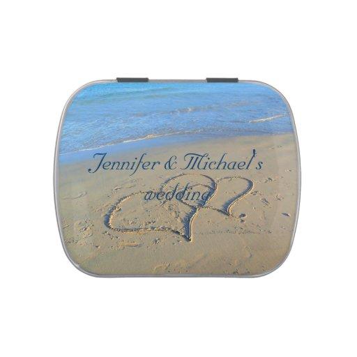Corazones del boda de playa en arena latas de dulces