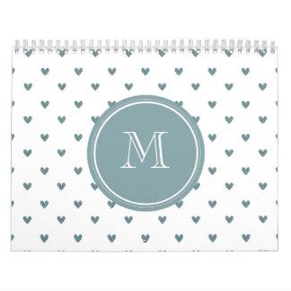 Corazones del brillo del gris azul con el calendario de pared