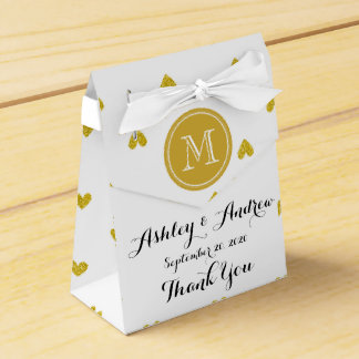 Corazones del brillo del oro con el monograma caja para regalos de fiestas