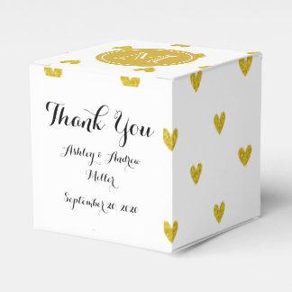 Corazones del brillo del oro con el monograma cajas para detalles de boda