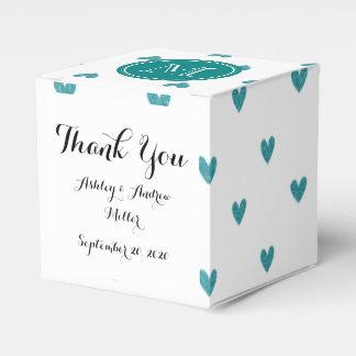 Corazones del brillo del trullo con el monograma caja para regalo de boda