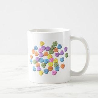 Corazones del mensaje del caramelo taza clásica