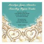 Corazones del monograma en la invitación del boda