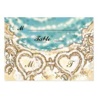 Corazones del monograma en la tarjeta del lugar de plantillas de tarjetas de visita