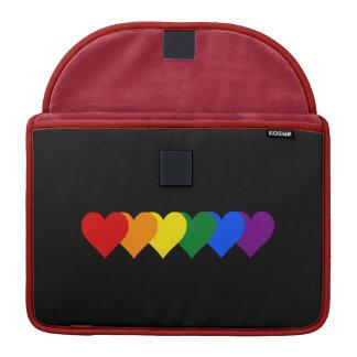 Corazones del orgullo de LGBT Fundas Para Macbooks
