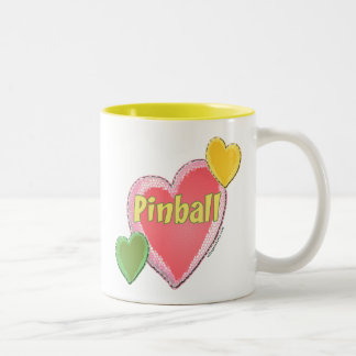 Corazones del pinball del amor taza de dos tonos