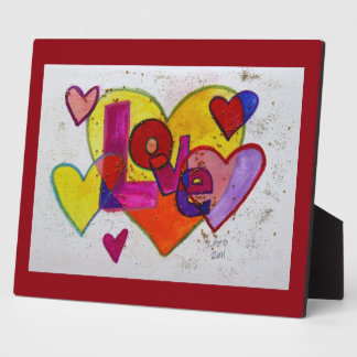 Corazones del remiendo del amor que pintan la placa de plastico