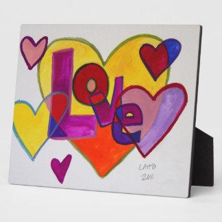 Corazones del remiendo del amor que pintan la placas con fotos