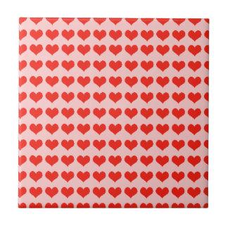 Corazones del rojo del amor azulejo cuadrado pequeño