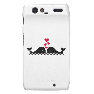 Corazones del rojo del amor de las ballenas droid RAZR funda