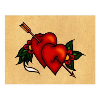 Corazones del tatuaje con la flecha tarjetas postales