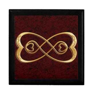 Corazones dobles del oro del infinito - diseño de  joyero cuadrado grande