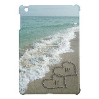 Corazones en la playa, personalizado de la arena iPad mini carcasa